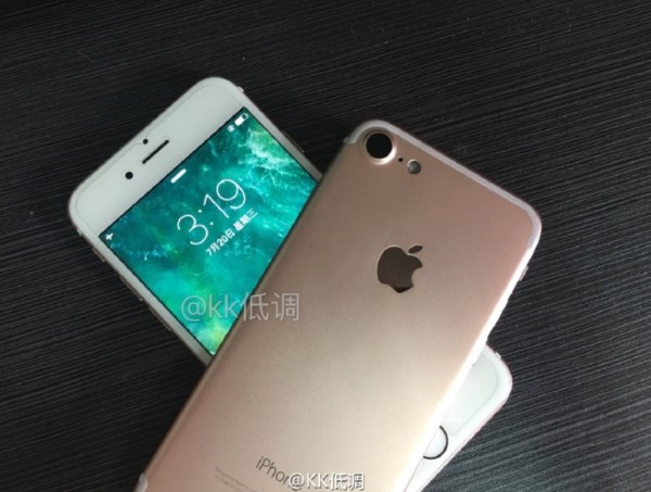 Pictures-of-the-Apple-iPhone-7-rear-cover-surface-along-with-images-of-a-3.5mm-to-Lighting-adapte (3)