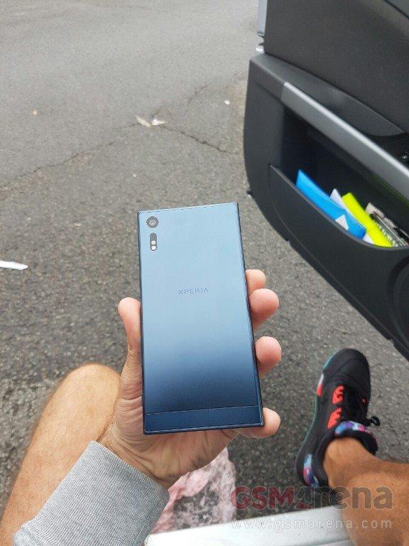 Sony-Xperia-F8331 (2)