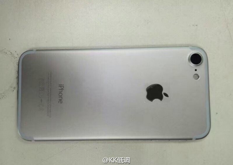Three-pictures-of-a-space-gray-Apple-iPhone-7-prototype-are-discovered (2)-w800
