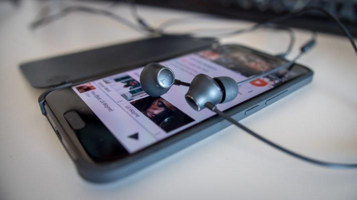 htc-10-hi-res-headphones-earbuds-aa-9-of-12-712x400