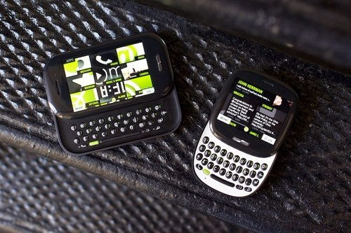 در سال 2010 تیم سابق Danger محصولی به نامMicrosoft Kin را ارائهداد؛اسمارت فون کوچکی که برای شبکه های اجتماعی طراحی شده بود. 48 روز بعد، تولید این موبایل متوقف شد و ورایزن هم موبایل های فروخته نشده ای که در انبارش باقی مانده بود را به مایکروسافت پس داد.
