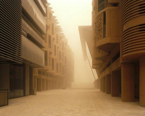 ساختمان های بلند و سر به فلک کشیده این شهر به گونه ای ساخته شده بودند که بیشترین بخش از بنای مقابلشان و البته خیابان روبرویی خودرا در سایه قرار دهند.