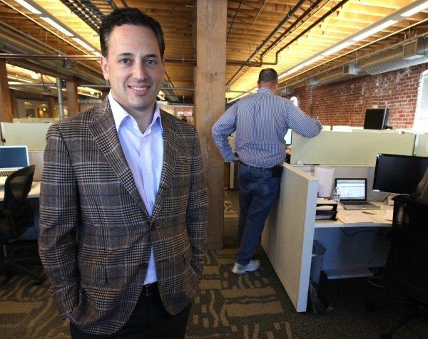 در سال 2012 میلادی، شرکت ساکن ردموند Yammer را با پرداخت 1.2 میلیارد دلار خریداری کرد؛ نوعی شبکه اجتماعی برای محیط های کاری. این شرکت گرچه حالا به یکی از قسمت های حیاتی مایکروسافت بدل نشده اما اهمیت قابل توجهی در واحد آفیس 365 دارد. David Sacks مدیرعامل این کمپانینیز بعد از امضای قرارداد فروش، فعالیت حرفه ای اش را به عنوان مدیرعامل استارتاپ Zenefits از سر گرفت که در زمینه منابع انسانی فعالیت دارد.
