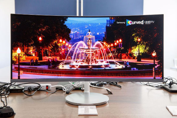 1472451254362_samsung-curved-monitors-0102-006-w600