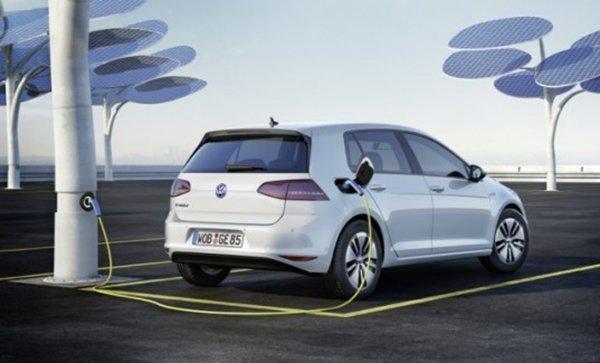 2015-VW-e-Golf_0004-537x325