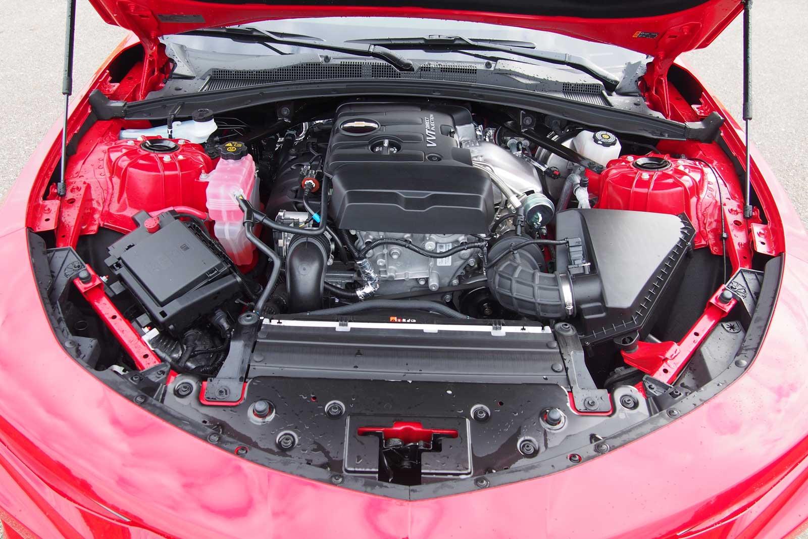 2016-Chevrolet-Camaro-1LT-Engine-01