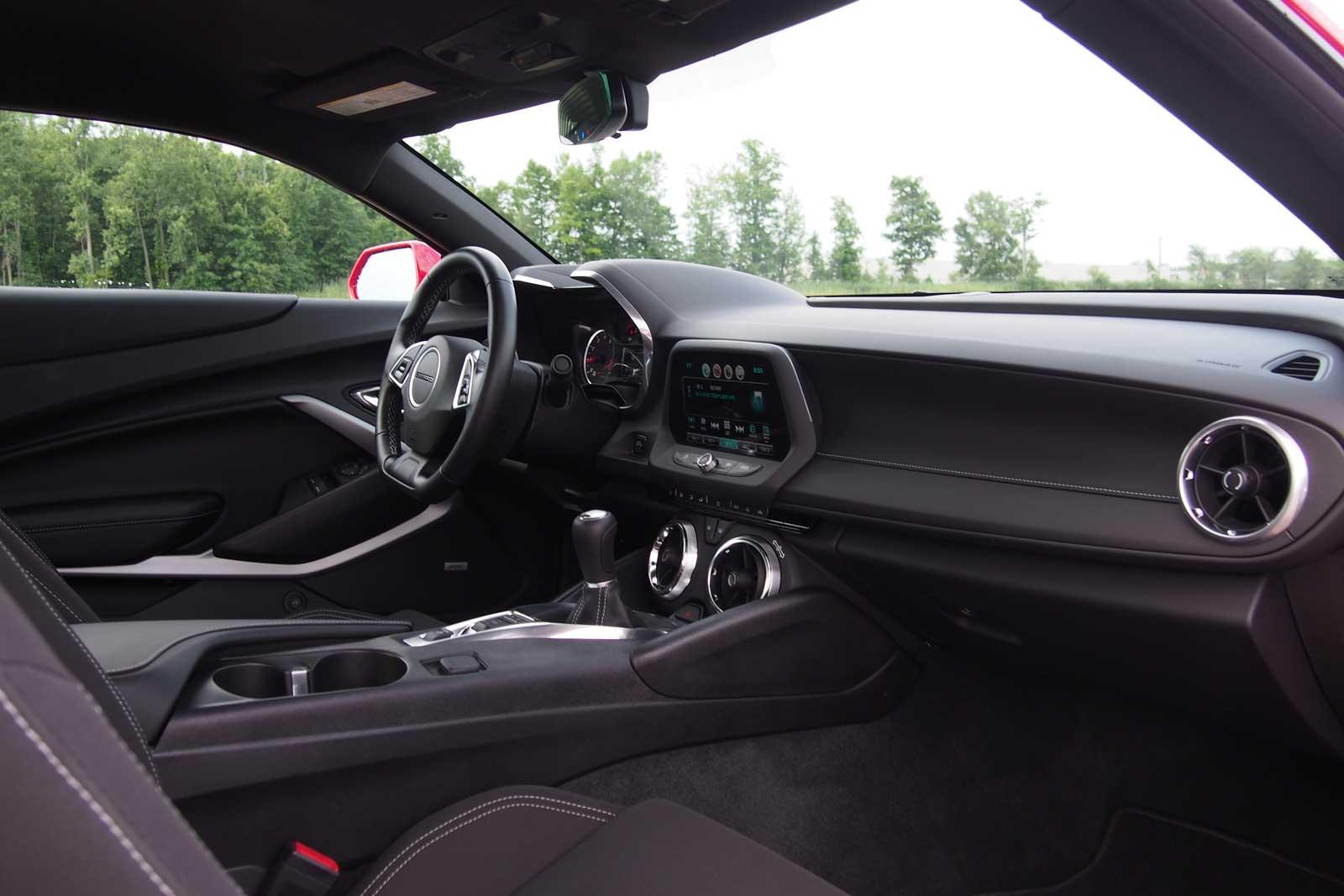 2016-Chevrolet-Camaro-1LT-Interior-02