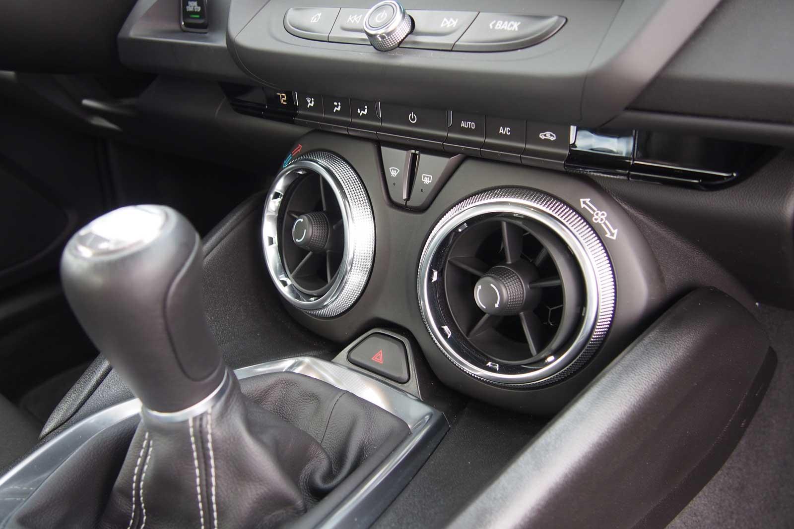 2016-Chevrolet-Camaro-1LT-Interior-04