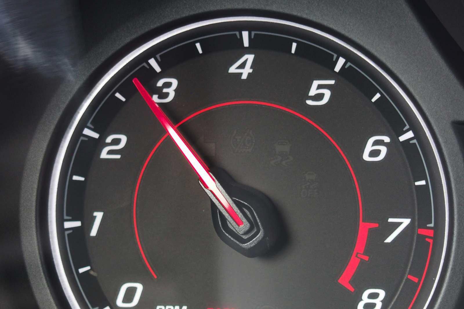 2016-Chevrolet-Camaro-1LT-Tachometer-01