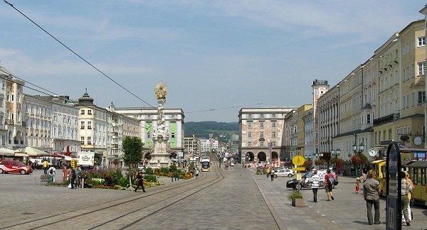 Linz_Hauptplatz_0517C2