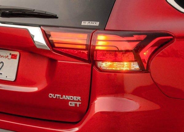 Mitsubishi-Outlander_2016
