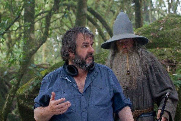 Peter-Jackson-directing-The-Hobbit-w600