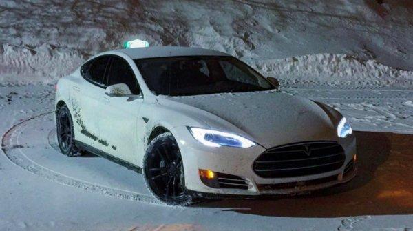 Tesla Taxi (1)