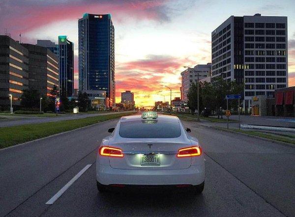 Tesla Taxi (10)
