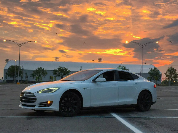 Tesla Taxi (2)