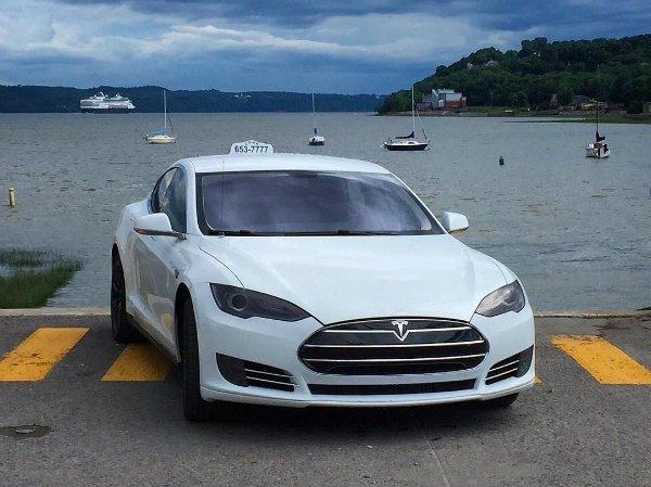 Tesla Taxi (6)