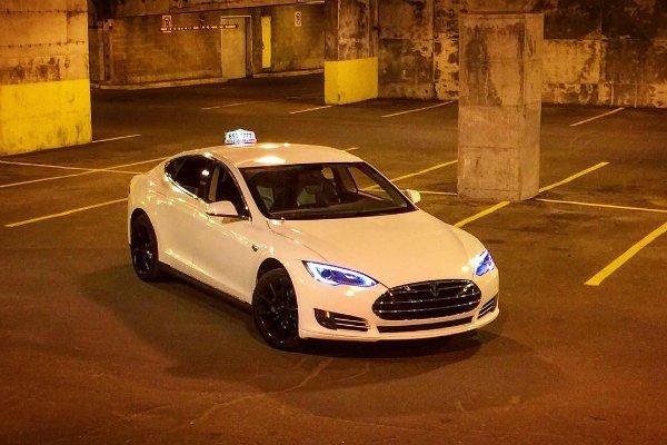 Tesla Taxi (9)