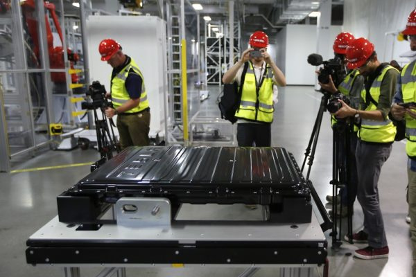 ap 16209021686576 600x400 نگاهی به آینده تکنولوژی باتری؛ آیاانقلاب صنعتی بعدی در راه است؟ اخبار IT