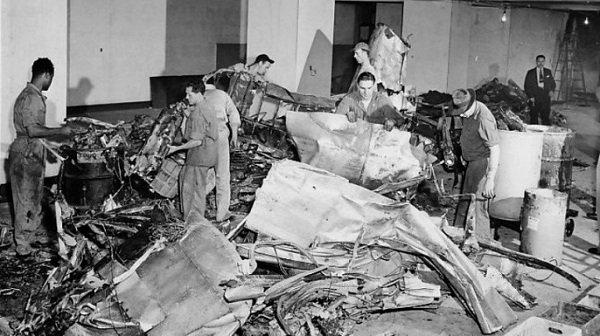 list-Empire_State_Building_plane_crash_wreckage_1945-E