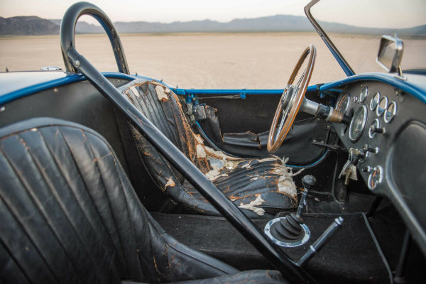 most-expensive-american-car-ever-sold-at-auction-is-carroll-shelbys-cobra_5