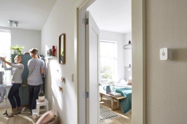 philips-hue-motion-sensor-bedroom-2-1