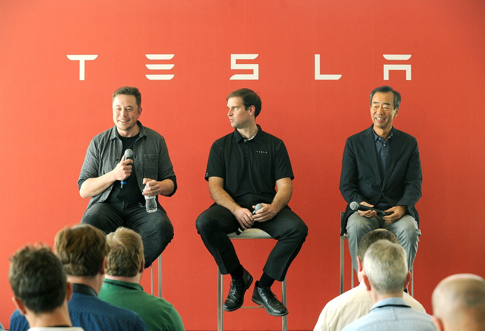 L-R: Tesla Chief Executive Elon Musk, Tesla Chief Technical Officer JB Straubel and Yoshi Yamada senior advisor from Panasonic participate in a news conference at the Tesla Gigafactory near Sparks, Nevada, U.S. on July 26, 2016. REUTERS/James Glover II - RTSJT70