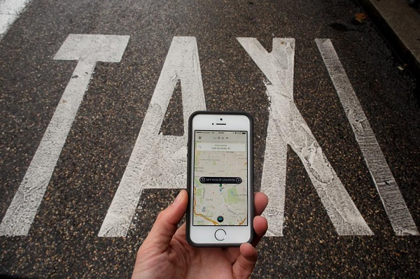 MADRID, SPAIN - OCTOBER 14: In this photo illustration the new smart phone taxi app 'Uber' shows how to select a pick up location next to a taxi lane on October 14, 2014 in Madrid, Spain. 'Uber' application started to operate in Madrid last September despite Taxi drivers claim it is an illegal activity and its drivers currently operate without a license. 'Uber' is an American based company which is quickly expanding to some of the main cities from around the world. (Photo by Pablo Blazquez Dominguez/Getty Images)