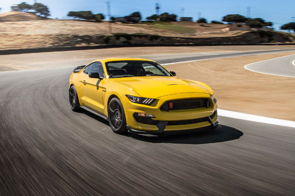 2016-Ford-Mustang-Shelby-GT350R-front-three-quarter-in-motion-02-w600-h600
