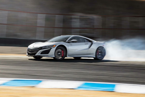 2017-Acura-NSX-rear-three-quarter-drift-w600-h600