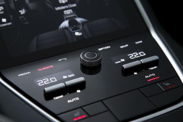 2017-Porsche-Panamera-Turbo-climate-controls-1-w600-h600
