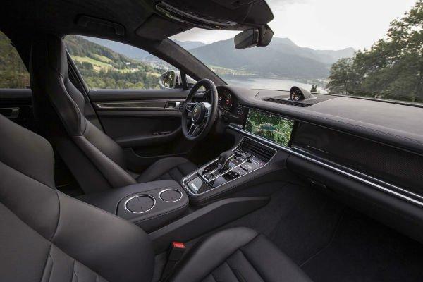 2017-Porsche-Panamera-Turbo-interior-view-w600-h600