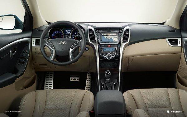 2017-hyundai-elantra-gt-int-26-beige-leather-interior