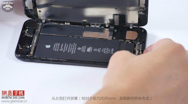 Apple-iPhone-7-teardown (3)
