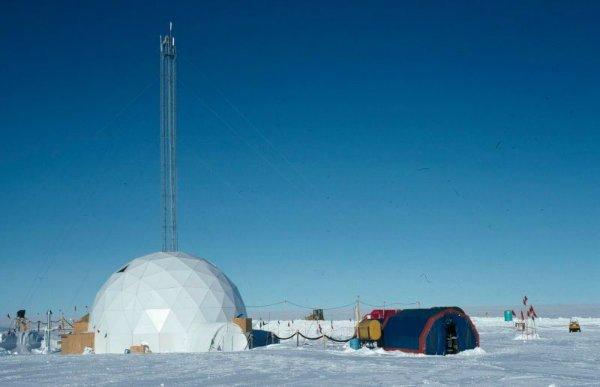 Earth-atmosphere-oxygen-leak-2