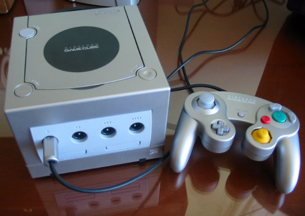 Nintendo_Gamecube_Silver-w600