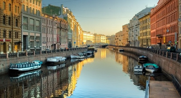 canal-boats-neva-river-st-petersburg-russia_main