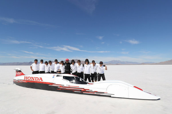 honda-hits-261875-mph-with-660-cc-powered-vehicle-at-bonneville_2