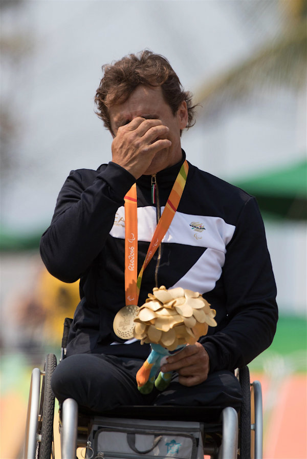 zanardi-does-it-again-with-paralympic-gold-in-hand-cycling-time-trial_11 (1)