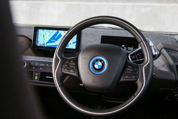 2017-BMW-i3-94Ah-25-w600-h600