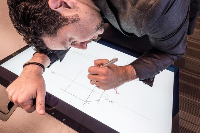 پانوس پانای، معاون ارشد قسمت سخت افزاری مایکروسافت و سرفس استودیو
