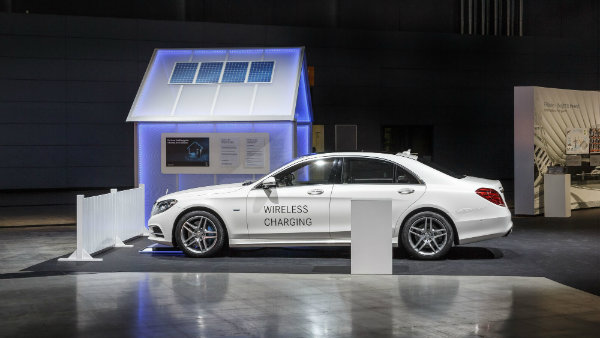 Wireless charging of the Mercedes-Benz S 500