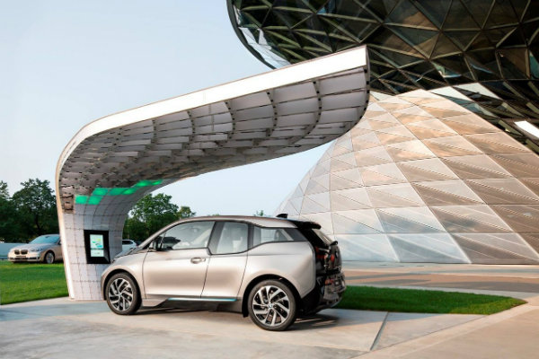 bmw-point-one-s-solar-station-is-the-best-looking-charger-for-your-i3_1
