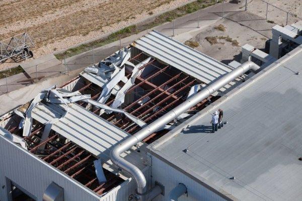 یکی دیگر از ساختمان های پشتیبانی که سقف آن دچار آسیب های جدی شده است