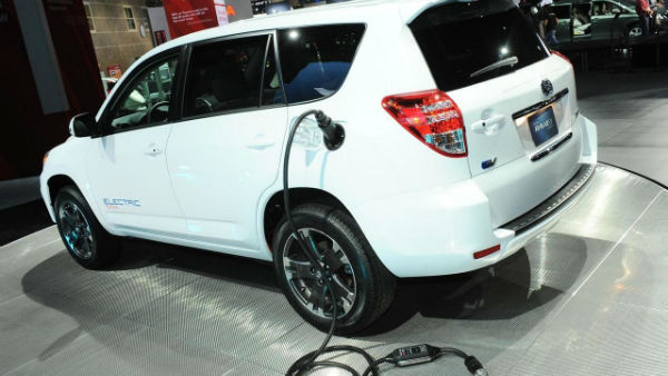 2010-216875-toyota-rav4-ev-concept-2010-los-angeles-auto-show1-w600-h600