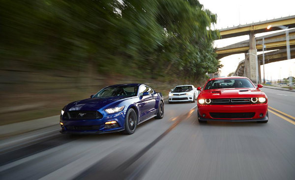 2015-Dodge-Challenger-RT-Scat-pack-Chevrolet-Camaro-DD-1le-Ford-Mustang-GT-2015-test-05