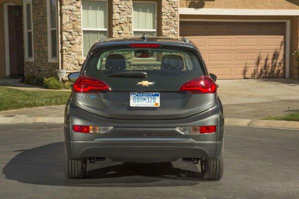 2017-Chevrolet-Bolt-EV-Premier-rear-end-w600-h600