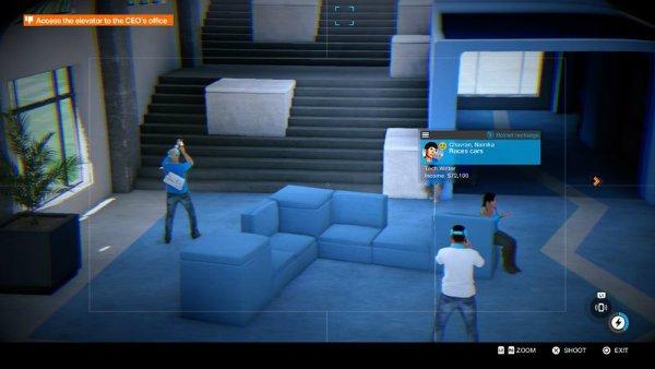 نویسنده های حوزه تکنولوژی در حال استفاده از هدست های واقعیت مجازی در لابی شرکت هستند.