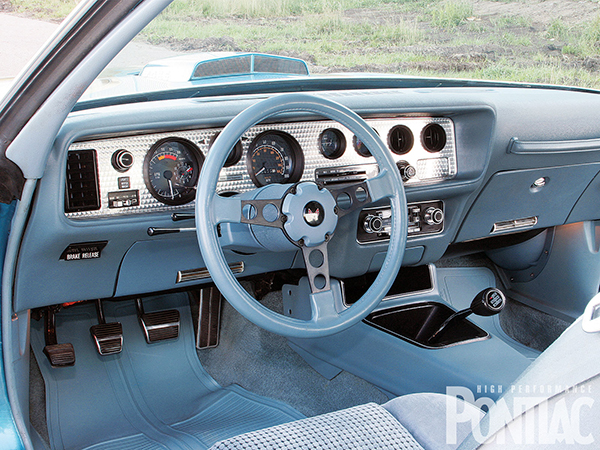 hppp_1002_08_o-1979_pontiac_trans_am-steering_wheel