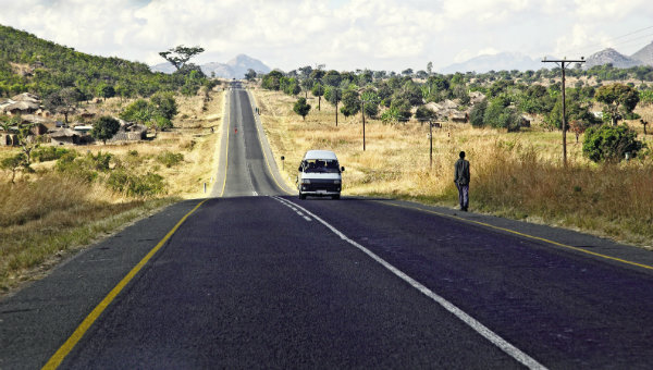 malawi-road-copyr-gualtiero-boffi-dreamstimecomjpg