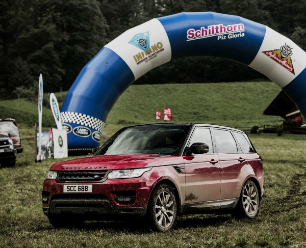 range-rover-sport-goes-where-very-few-skiers-dare-in-inferno-downhill-challenge_13